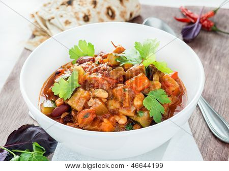 Vegetarian chilli with red and white beans