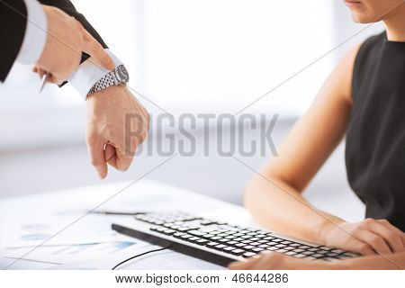 picture of boss and worker at work having conflict