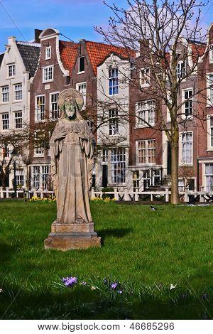 St Nicholas Statue-Begijnhof, Amsterdam