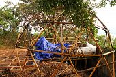 pic of geodesic  - A wooden geodesic dome intended for use as a guest room is under construction - JPG