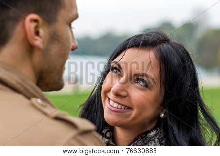 a young, laughed liebtes couple in a park