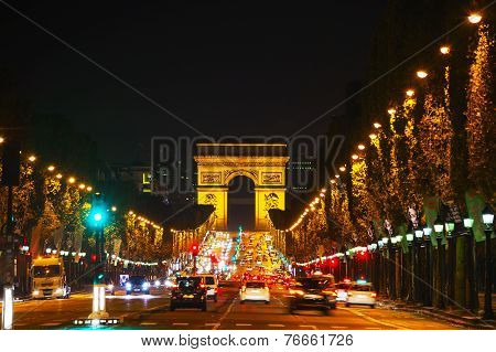 The Arc De Triomphe De L'etoile In Paris