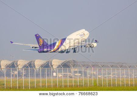 Bangkok Thailand November 22 : Thai Airways Plane Take Off From Suvarnabhumi Airport Runways