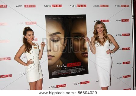 LOS ANGELES - MAR 27:  Lexi Ainsworth, Hunter King at the