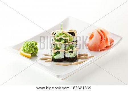 Chuka Maki Sushi with Sauce