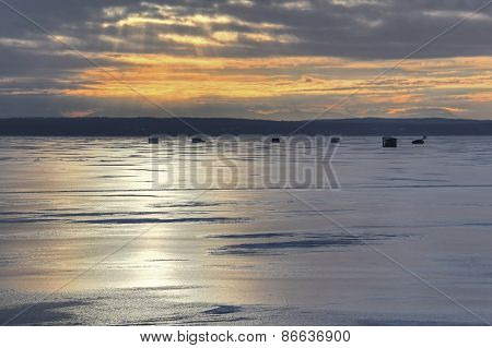 Ice fishing huts 078