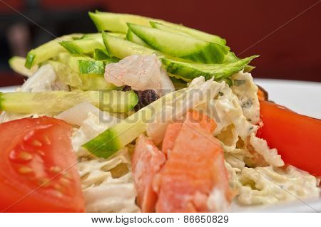 Healthy shrimp salad with mixed ripe vegetables