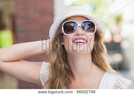 Pretty hipster woman enjoying the sun wearing sunglasses