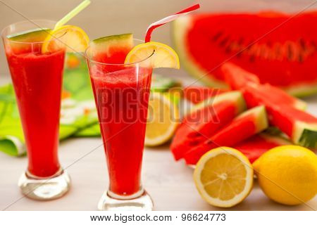 Watermelon smoothies with lemon