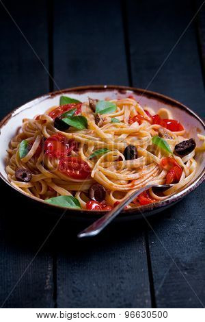 Pasta With Tomatoes And Olives