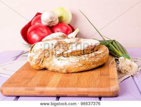 Homemade loaf of bread on cutting boare