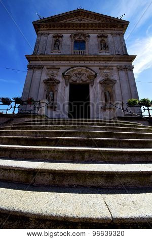 Italy  Lombardy     In  The Caronno Varesino  Closed Brick   Step    Wall