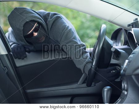 Burglar wearing mask balaclava, car burglary