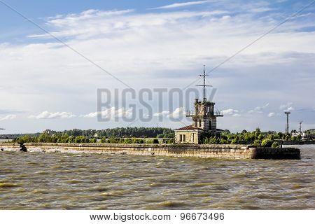 Peter Harbor.  gate To The Harbor In Kronstadt, St-petersburg.