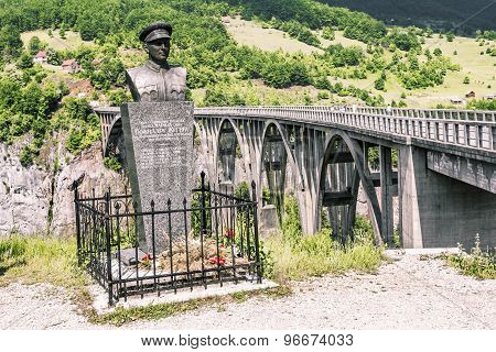 Monument To The Lieutenant Bozidar Zhugich Near  The Bridge Of Dzhurdzhevich Over The River Tara