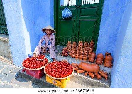 Hoi An, Vietnam - Jun 21, 2015: Street Vendor On Tran Phu Street In Hoi An. Hoi An Is Recognized As
