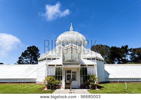 San Francisco, USA -JUN 23, 2015: One Of Famous Places In San Francisco, The Conservatory Of Flowers