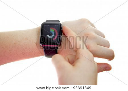 Lady Wearing An Apple Watch With Activity Glance
