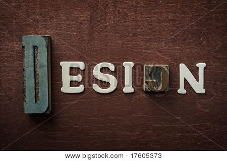 The word design written on wooden background