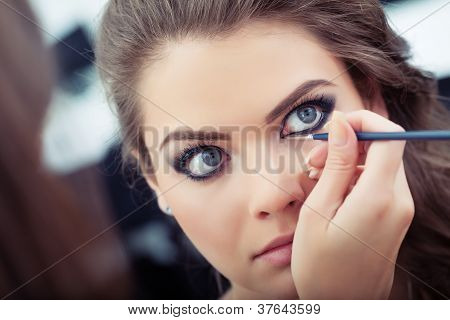 Applying Liquid Eyeliner