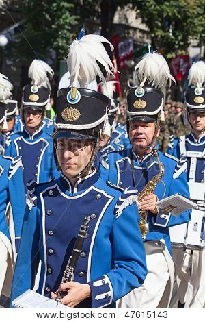 ZURICH - AUGUST 1: Zurich city orchestra in traditional costumes openning the Swiss National Day parade on August 1, 2012 in Zurich, Switzerland.