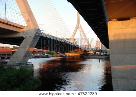 Unter der Zakim Bunker Hill Memorial Bridge