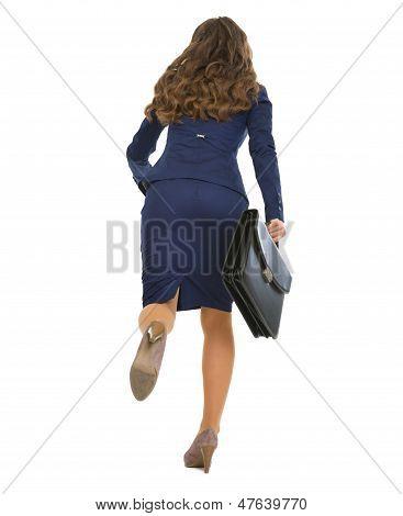 Voller Länge Portrait Running Business Woman mit Aktentasche.