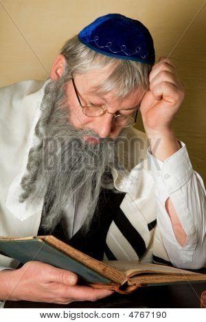 Reading A Jewish Book