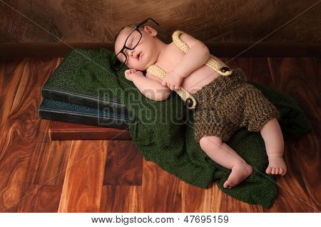 Nerdy niño recién nacido