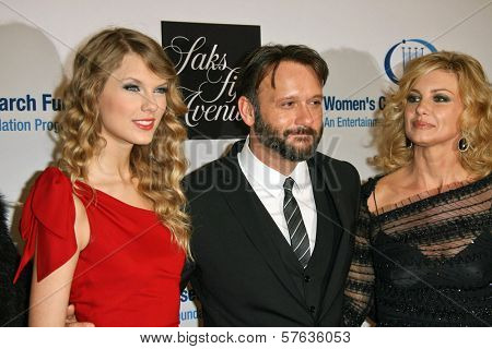 Taylor Swift, Tim McGraw and Faith Hill at the EIF's Women's Cancer Research Fund's