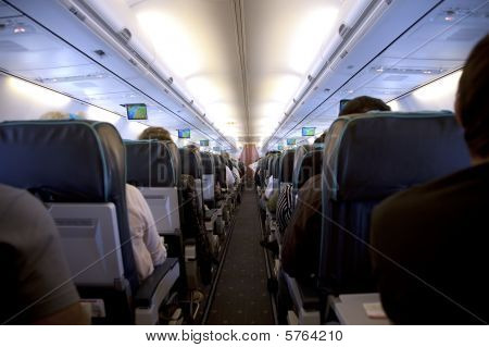 rows of seats in airplan