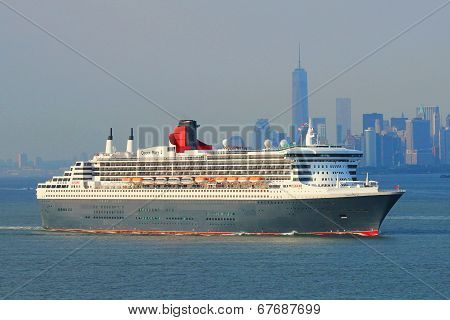 Queen Mary 2 cruise ship in New York Harbor
