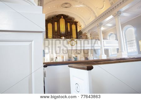 Memorial Church of Harvard, looking back to the Pipe Organ