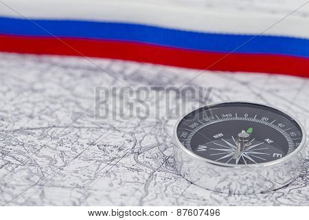 compass on the background of the Russian tricolor