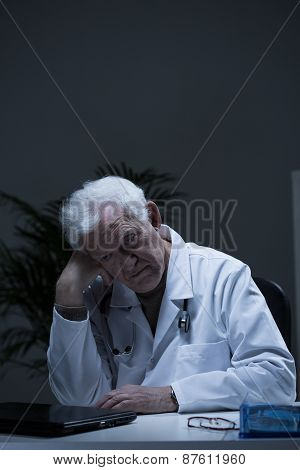 Experienced Doctor Suffering For Depression