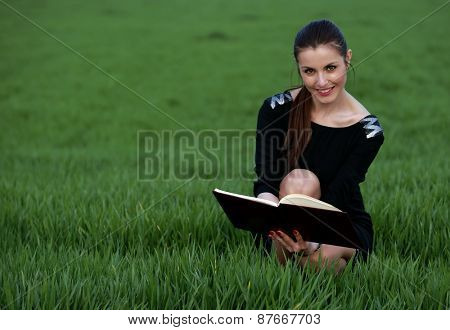 Young girl studying the agenda in the park