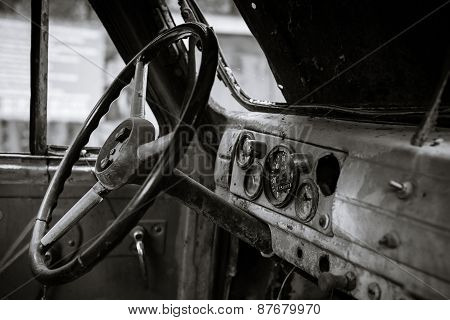 The instrument panel of an old machine