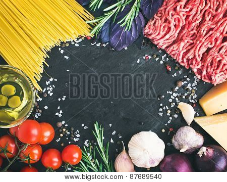 Spaghetti Bolognese Ingredients: Spaghetti Pasta, Minced Meat, Tomatoes, Basil, Rosemary, Parmesan C