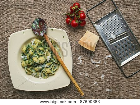 Creamy Spinach Italian Pasta With Fresh Cherry-tomatoes