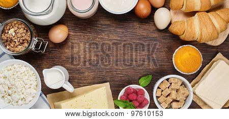 Healthy breakfast with natural dairy products.