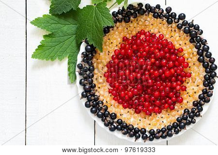 Plate With A White, Red And Black Currants