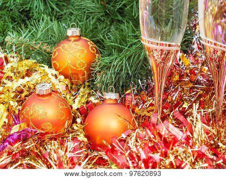 Two Glasses With Gold Xmas Decorations And Tree 9