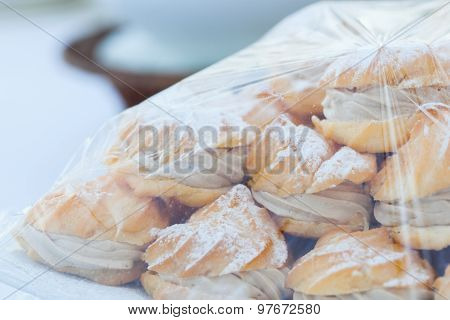 Eclairs With Cream