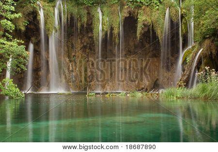Wasserfall im Nationalpark Plitwitzer Seen, UNESCO World Heritage Center