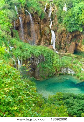 Wasserfall im Nationalpark Plitwitzer Seen, UNESCO World Heritage Center.  Soft-Fokus-phot