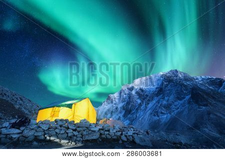 Aurora Borealis Yellow Glowing Tent