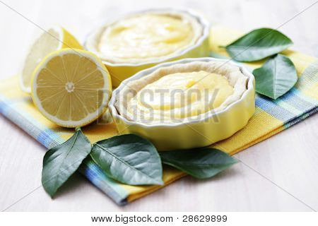 delicious tartelette with lemon curd