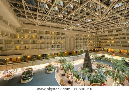 ORLANDO - 30. Dezember: Interior Atrium des Orlando International Airport 30. Dezember 2011 in Orlando