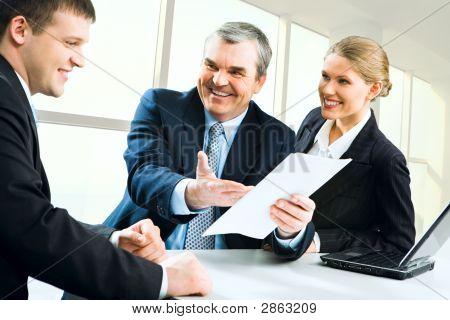 Business-Anweisungen zu erklären