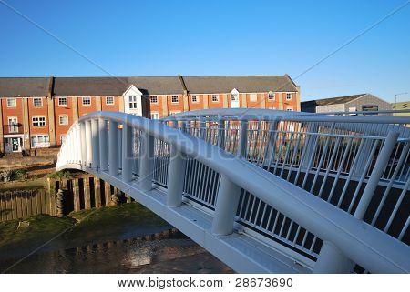 Pisos modernos con puente